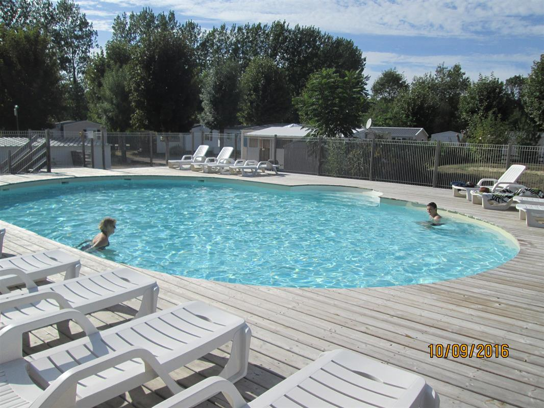 Camping val de boutonne saint jean d 39 angely 17 - Piscine st jean d angely ...