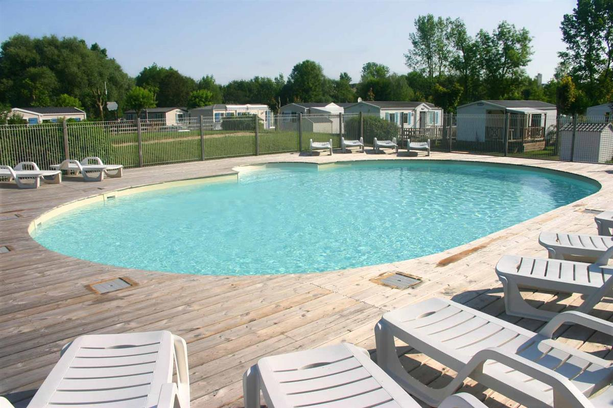 Camping val de boutonne 17 espace aquatique camping for Piscine val d europe